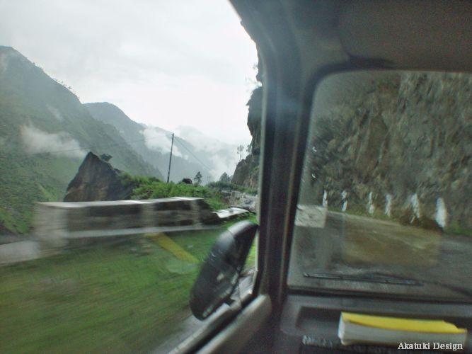 危険な山道ドライブ