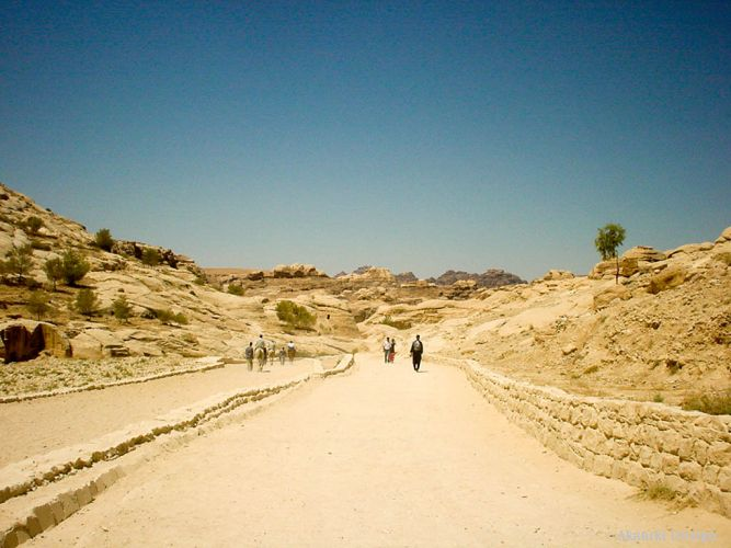 ペトラ遺跡入口への道