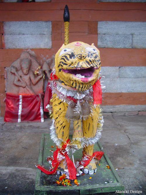 ビーマ・カーリー寺院の狛犬