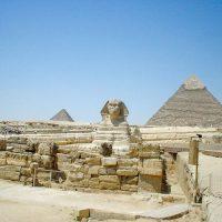 スフィンクスとピラミッド